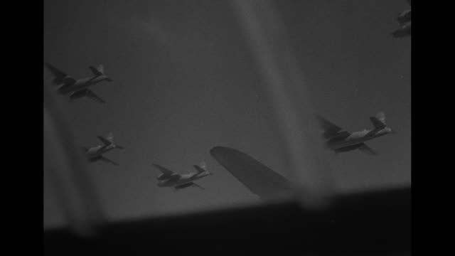 stockvideo's en b-roll-footage met world war ii / american b17 dropping bombs / squadron in flight / antiaircraft guns on the ground can be heard / gunner leaning out of plane / gunner... - 1943