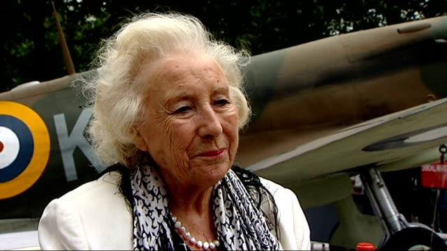 battle of britain 70th anniversary: interview dame vera lynn and lady soames; dame vera lynn interview sot - saying churchill speech brought... - comfort food stock videos & royalty-free footage