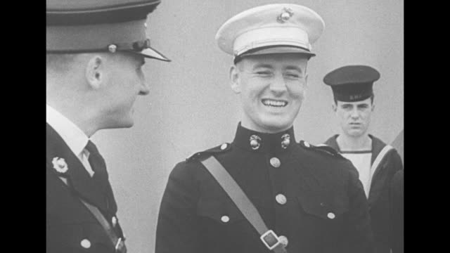 british sailors and american sailors talking / american sailors / british prime minister winston churchill stands with american sailors / marine... - world war ii stock-videos und b-roll-filmmaterial