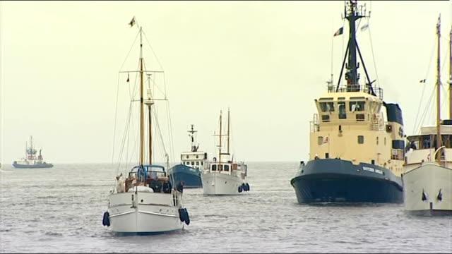 vídeos y material grabado en eventos de stock de dunkirk 70th anniversary little ships arrive in dunkirk man on dockside plays bagpipes as ships sail into harbour sot/ crew on deck on blue bird as... - equipo de vela