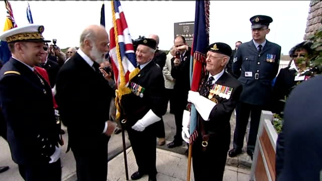 dunkirk 70th anniversary service on dunkirk beach prince michael of kent and others meeting veterans / veterans with flags / french military band... - prinz michael von kent stock-videos und b-roll-filmmaterial
