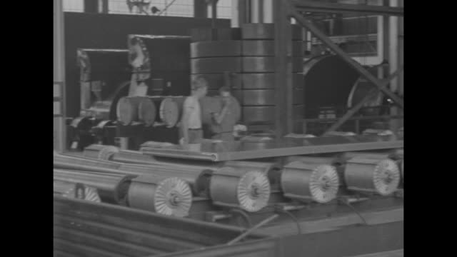 world war ii / home front / sheets of aluminum on factory assembly line rollers / thin aluminum sheets being sprayed with water / note: exact date... - アルミニウム点の映像素材/bロール