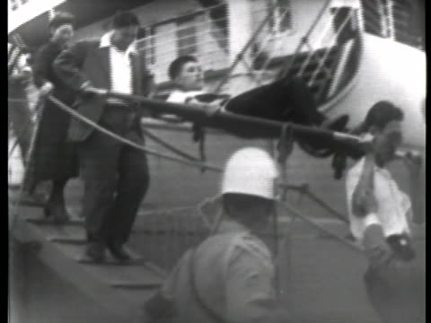 world war ii japanese prisoner of war on a stretcher is returned to japan after being held in a siberian prison camp for six years after the end of... - (war or terrorism or election or government or illness or news event or speech or politics or politician or conflict or military or extreme weather or business or economy) and not usa点の映像素材/bロール