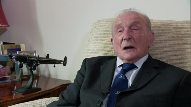 world war ii: last surviving dambusters pilot, les munro has died; england: int various shots george 'johnny' johnson looking at framed photograph of... - last stock videos & royalty-free footage