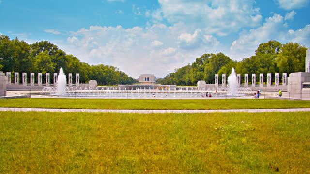world war ii memorial. lincoln memorial. park. grass. - lincoln memorial stock videos & royalty-free footage