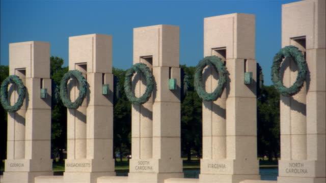 vídeos y material grabado en eventos de stock de ms, pan world war ii memorial, pillars, washington dc, usa - monumento nacional