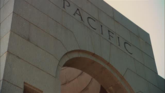 cu, td world war ii memorial, washington dc, usa - war stock-videos und b-roll-filmmaterial