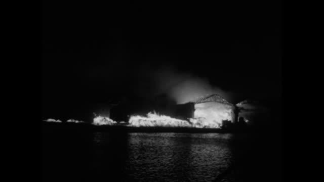 vídeos y material grabado en eventos de stock de world war ii / night / blitzkrieg / fires and smoke / london buildings on fire / note: exact day not known - bombardeo de londres