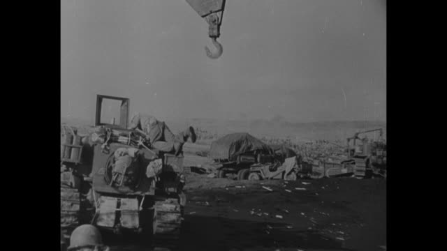 world war ii / pacific theater / iwo jima / jeeps and half tracs / marines walking up beach toward mt suribachi / assault ships returning to sea / ws... - schlacht um iwojima stock-videos und b-roll-filmmaterial