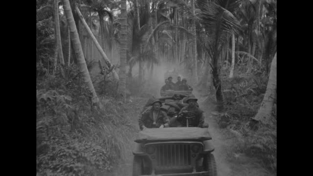 world war ii / pacific theater / jungle from pov a moving jeep / us engineers building road / jeep convoy traveling through jungle / convoy crosses... - stillahavskriget bildbanksvideor och videomaterial från bakom kulisserna