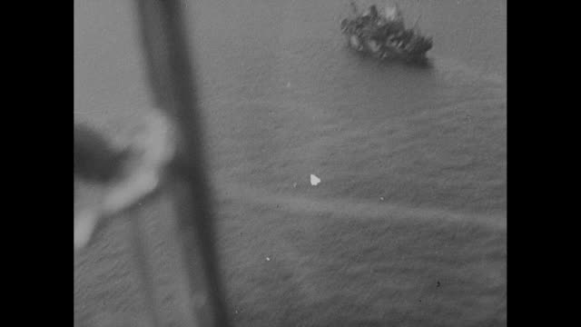 world war ii / pacific theater / view from plane firing on japanese convoy / black smoke from damaged ships / map of new guinea and bismarck sea /... - stillahavskriget bildbanksvideor och videomaterial från bakom kulisserna