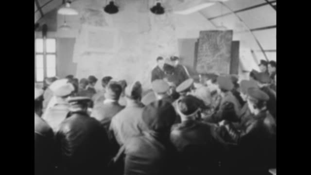 stockvideo's en b-roll-footage met world war ii / sign combat crews only / large hall filled with flight crews / cu crew member with johnny on his jacket / briefing officer explains... - geallieerde mogendheden