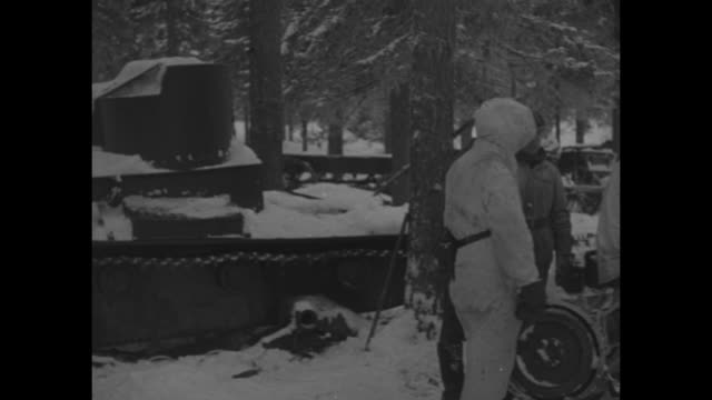 world war ii / winter war / finnish soldier in front of discarded russian cannon / empty tank shells / soldiers inspect tank / soldiers loading... - finlandia video stock e b–roll