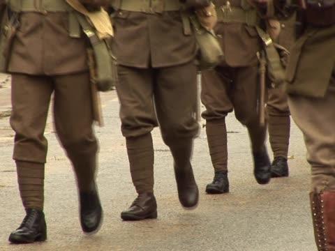 stockvideo's en b-roll-footage met world war one army soldiers marching - eerste wereldoorlog