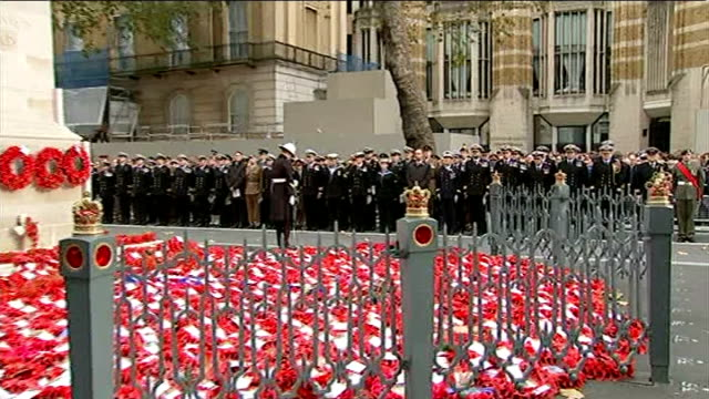 world war one centenary armistice day commemorations england london cenotaph ext prime minister david cameron mp standing with members of the public... - リース点の映像素材/bロール