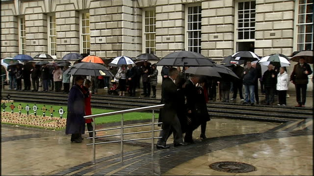 world war one centenary armistice day commemorations londonderry northern ireland londonderry ext / raining gvs square with various crosses with... - ロンドンデリー点の映像素材/bロール
