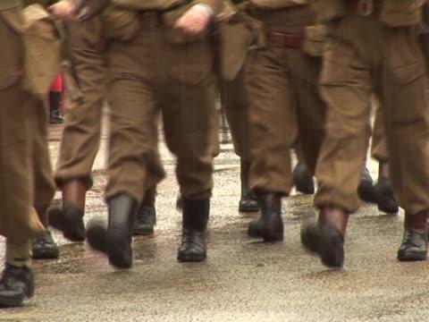 vídeos y material grabado en eventos de stock de la primera guerra mundial, los soldados marchando 2-pal - pelotón ejército de tierra