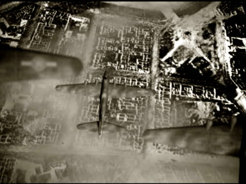 world war 2 bombers - luftangriff stock-videos und b-roll-filmmaterial