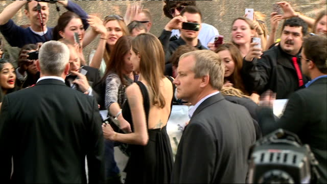 'world war z' film premiere red carpet england london leicester square ext poster with brad pitt and angelina jolie wearing crowns and caption 'king... - brad pitt actor stock videos and b-roll footage