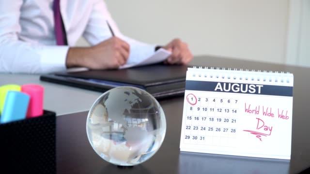 world wide web day - special days - abbigliamento da lavoro formale video stock e b–roll