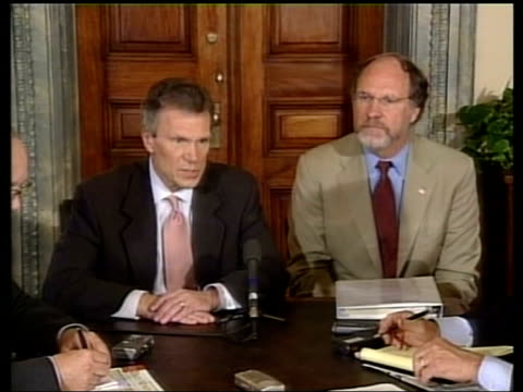 confidence effects; pool washington: int senator tom daschle press conference sot - we don't know yet whether laws were broken but there must be... - worldcom stock-videos und b-roll-filmmaterial