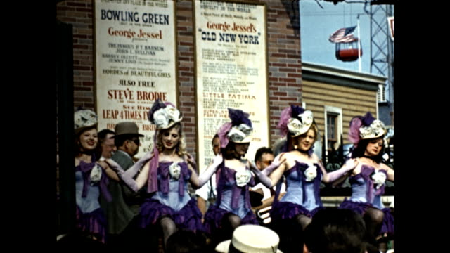 vidéos et rushes de world's fair george jessel's old new york stand painted sign of chorus girls / female dancers perform on stage by replicas of new york neighborhood... - choeur