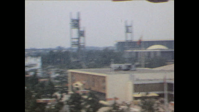 world's fair view from sky gondola on october 25 1964 in flushing meadows ny - 1964 bildbanksvideor och videomaterial från bakom kulisserna