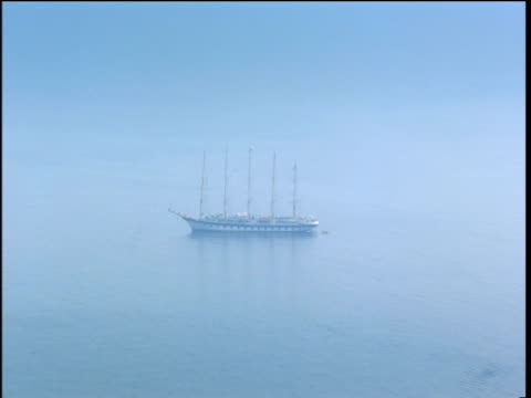 world's largest sailing ship royal clipper in mediterranean sea zoom out to roof tops of sorrento - größter stock-videos und b-roll-filmmaterial