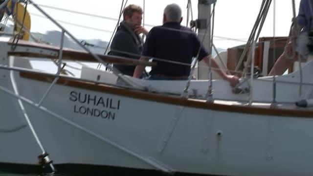 worldwide 'golden globe race' revived; uk, cornwall, falmouth: sir robin knox-johnston sailing and interview. england: cornwall: falmouth: ext... - sea robin bildbanksvideor och videomaterial från bakom kulisserna
