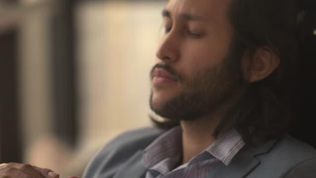 心配ビジネスマン - 不満点の映像素材/bロール