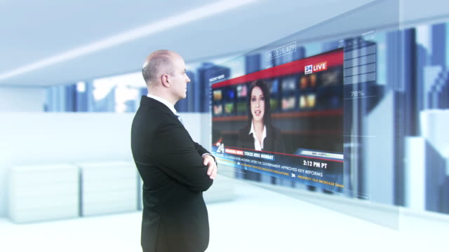 vídeos y material grabado en eventos de stock de hd: empresario mirando preocupado futurista noticias - two dimensional shape