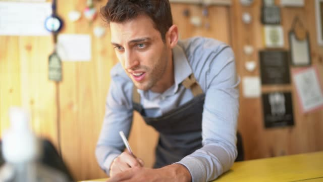 worried small business owner - bancarotta video stock e b–roll