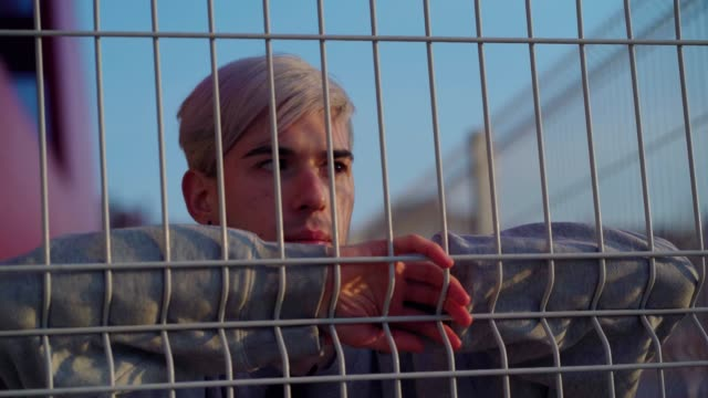 worried teen boy - un ragazzo adolescente video stock e b–roll