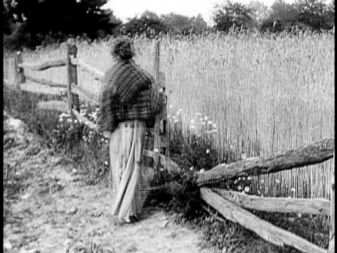 vidéos et rushes de 1910 b&w worried young woman pacing back and forth along wooden fence/ usa - anxiété