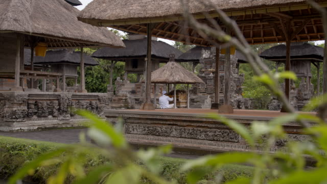 ws worshipper praying in hindu temple on bali - worshipper stock videos & royalty-free footage
