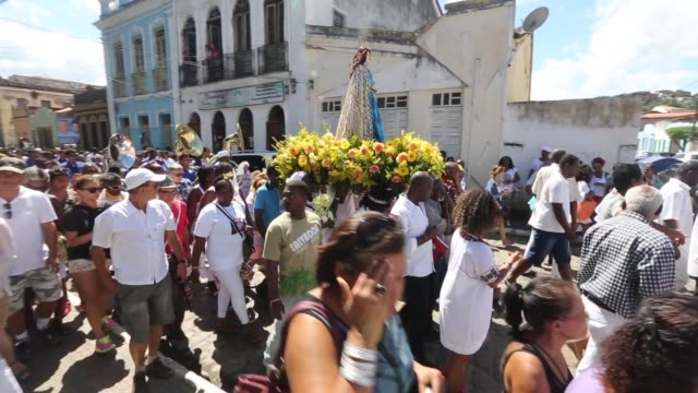 pan worshippers march with a statue of the virgin mary in a procession during the festival of the good death on august 15 2014 in cachoeira brazil... - cachoeira stock videos and b-roll footage