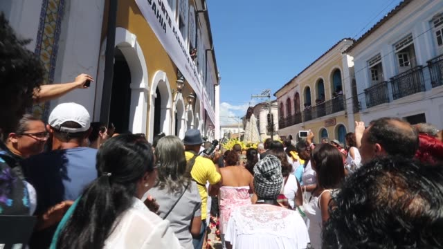 ws worshippers march with a statue of the virgin mary in a procession during the festival of the good death on august 15 2014 in cachoeira brazil the... - cachoeira stock videos and b-roll footage