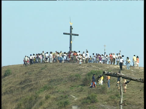 worshippers walk past cross and slowly down hill in procession for easter ouro preto brazil - preto stock videos & royalty-free footage