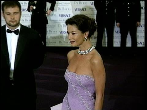 worst dressed women awards; lib ???: ext cms actress catherine zeta jones, named as one of the best dressed women cms zeta jones tilt up tx... - キャサリン・ゼタ・ジョーンズ点の映像素材/bロール