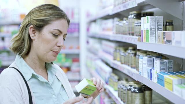 einen versuch wert - medikament stock-videos und b-roll-filmmaterial