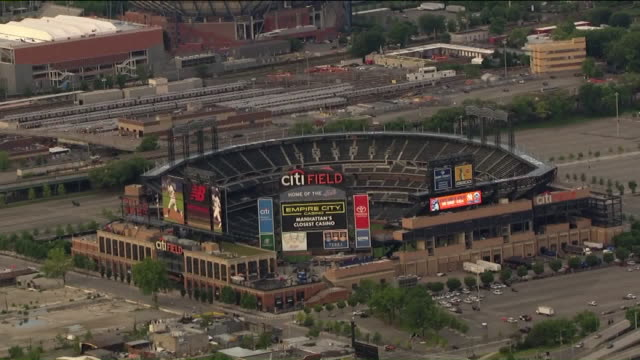 vídeos de stock, filmes e b-roll de aerial view of citi field - flushing meadows corona park