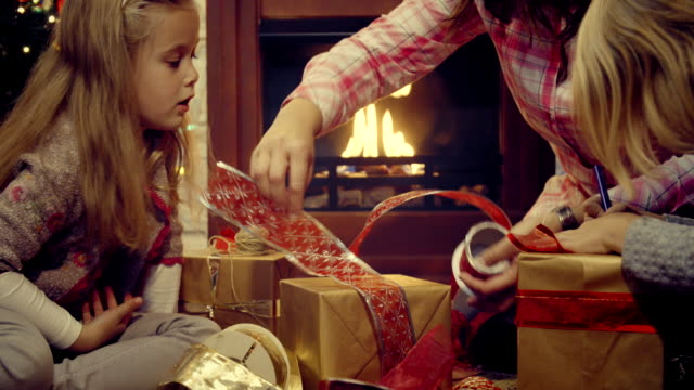 wrapping and decorating christmas presents - tied bow stock videos & royalty-free footage