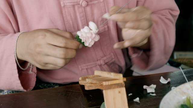 stockvideo's en b-roll-footage met krans - guirlande