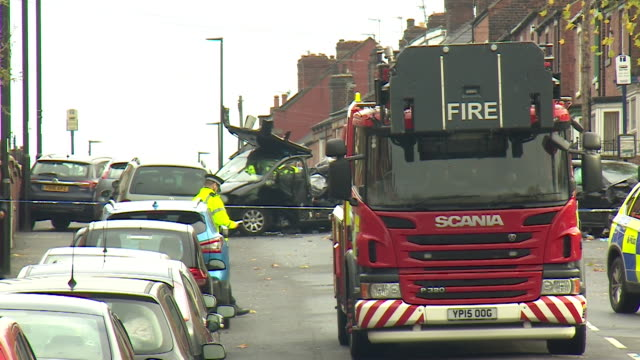 vídeos de stock e filmes b-roll de wreckage at scene of sheffield police chase car crash - veículo terrestre comercial