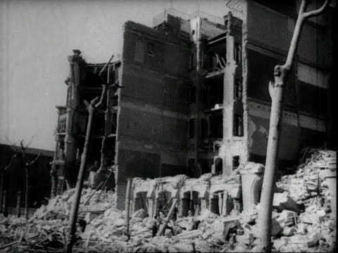 vidéos et rushes de wreckage of a shot down nazi plane evidence of germany bombing spain / bombed out buildings and destruction in barcelona from fascist aerial... - bombardement