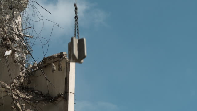 ms td wrecking ball demolishing building / chicago, illinois, usa - zerstörung stock-videos und b-roll-filmmaterial