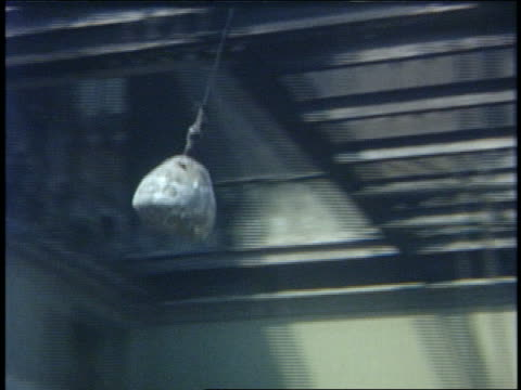 1960 pan wrecking ball hitting building - zerstörung stock-videos und b-roll-filmmaterial