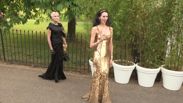 l'wren scott arriving for the summer party at the serpentine gallery on june 26 2013 in london england - the serpentine gallery stock videos & royalty-free footage