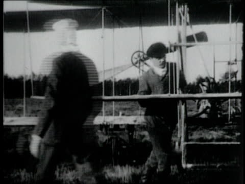 vídeos de stock, filmes e b-roll de wright brothers carrying aircraft to kitty hawk / plane takes off from ground - orville wright