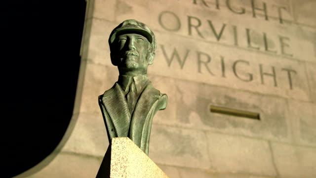 vídeos y material grabado en eventos de stock de orville wright brothers monumento nacional de barrido lento - wilbur wright